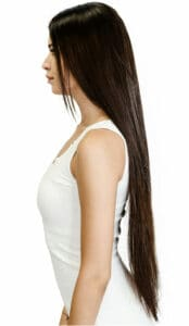 девушка с наращенными волосами